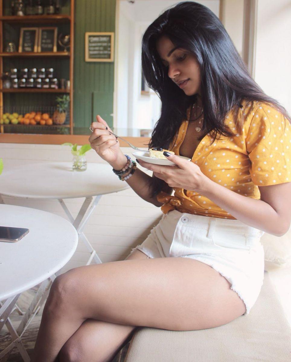 actress-divyabharathi-gallery13