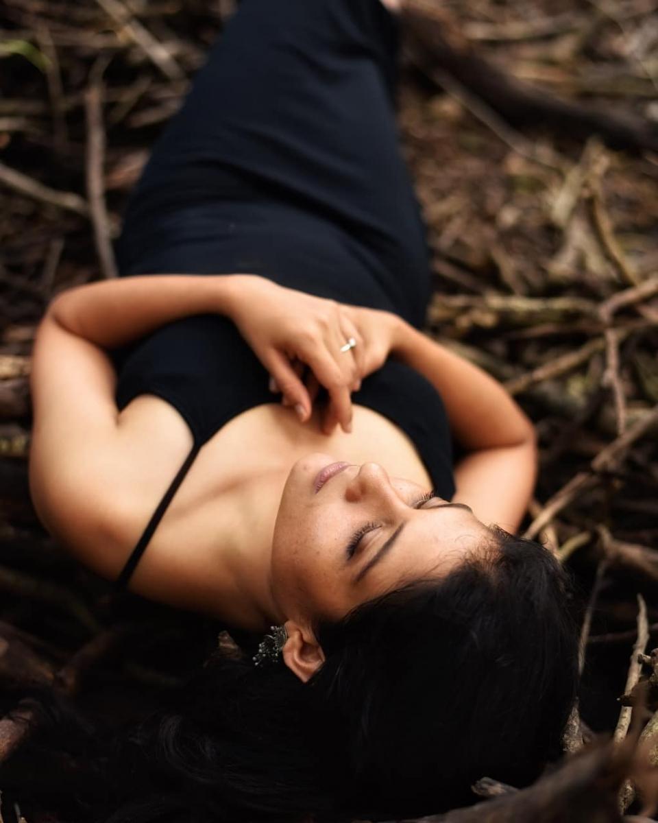 aditi-balan-shares-her-hot-photos-on-her-instagram1