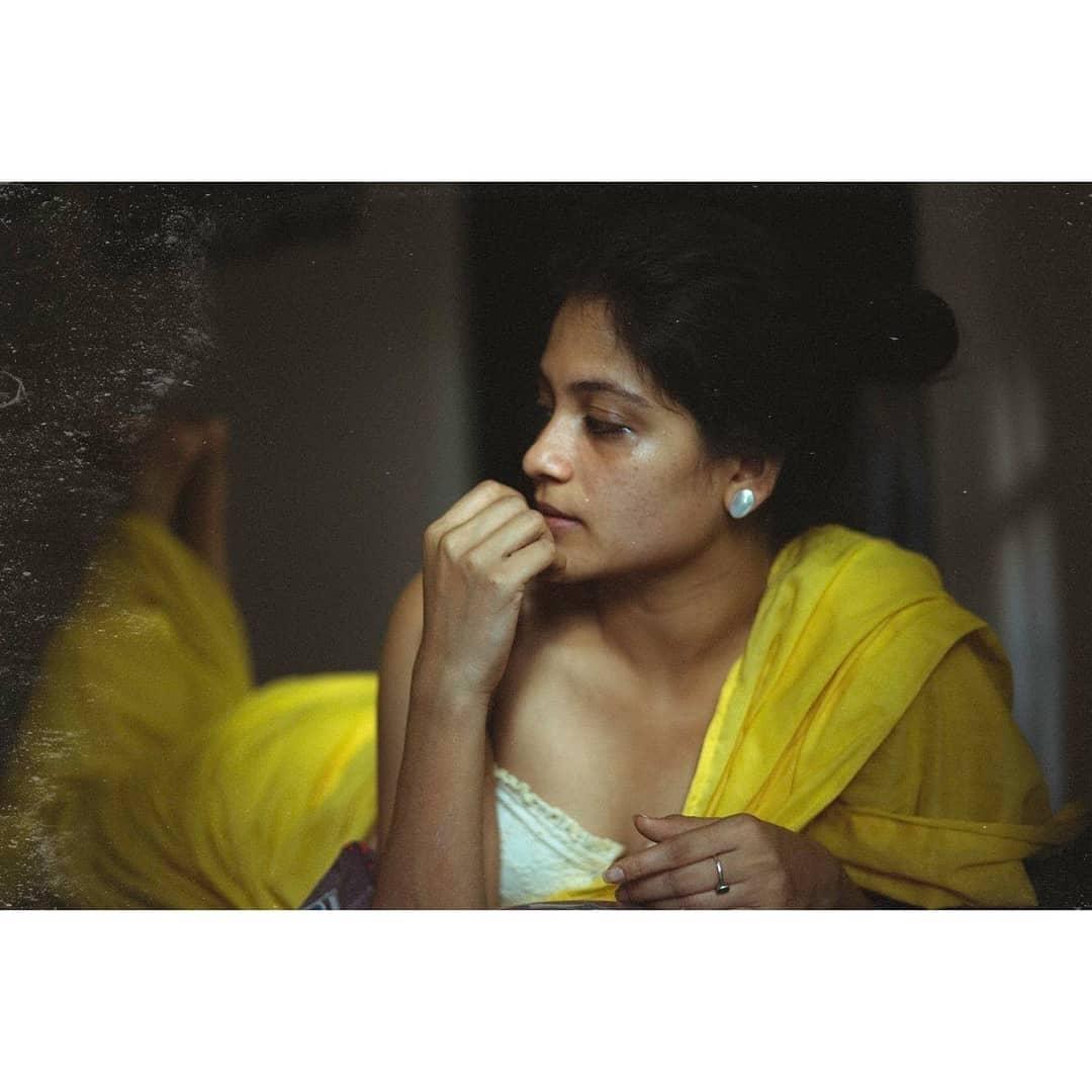 aditi-balan-shares-her-hot-photos-on-her-instagram6