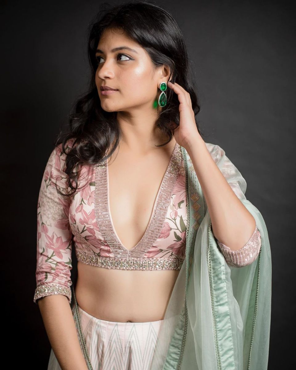 aditi-balan-shares-her-hot-photos-on-her-instagram7