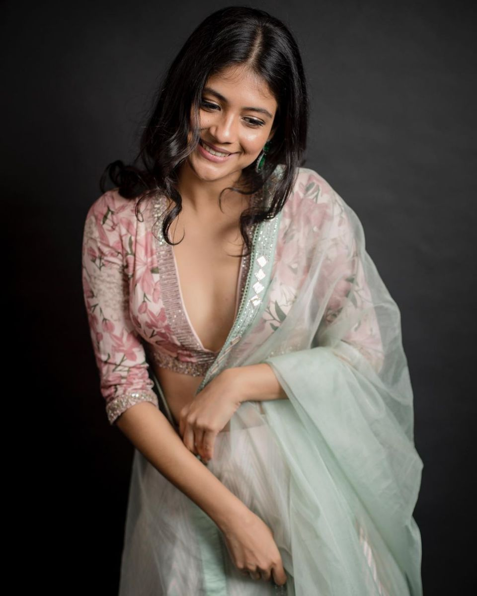 aditi-balan-shares-her-hot-photos-on-her-instagram9