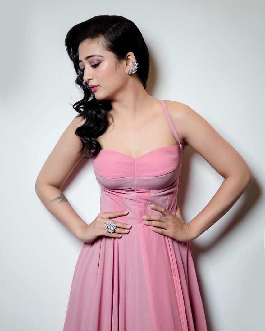 akshara-haasan-latest-photo-gallery-goes-viral-11