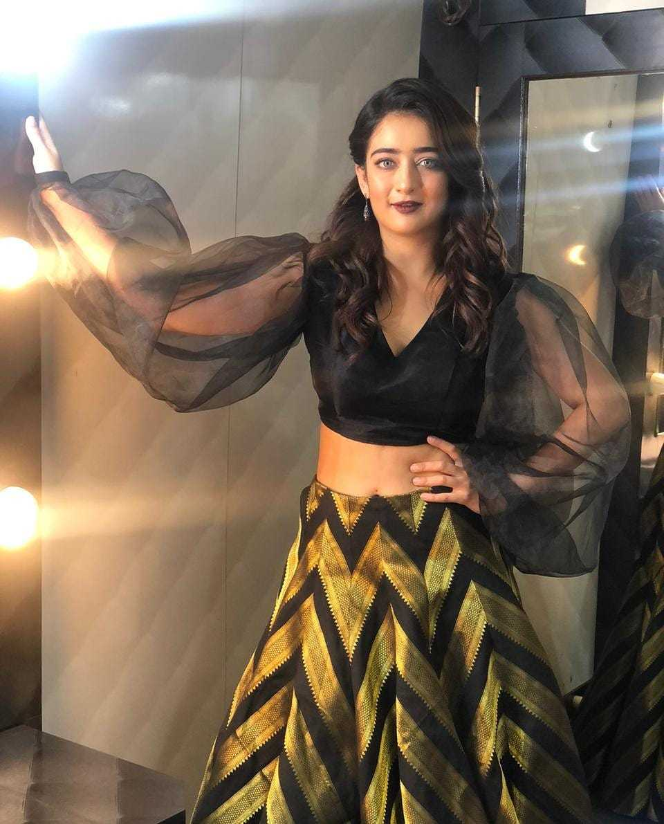 akshara-haasan-latest-photo-gallery-goes-viral6