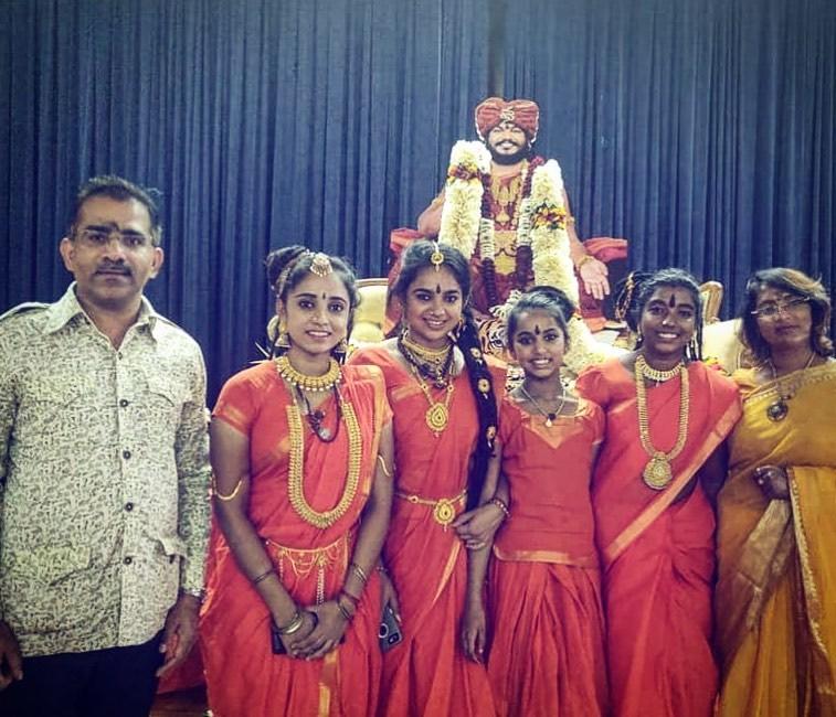 தங்கத்தில் மிதக்கும் கைலாசா: நாட்டின் நாணயம் குறித்த அறிவிப்பை வெளியிட்டார் நித்தியானந்தா Dattavabriya-the-beautiful-sishya-of-Nityananda-16