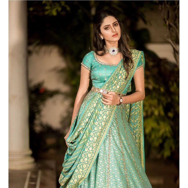 sathya-serial-actress-aysha-latest-photos-image1