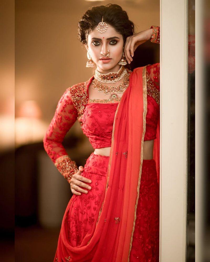 sathya-serial-actress-aysha-latest-photos-image11