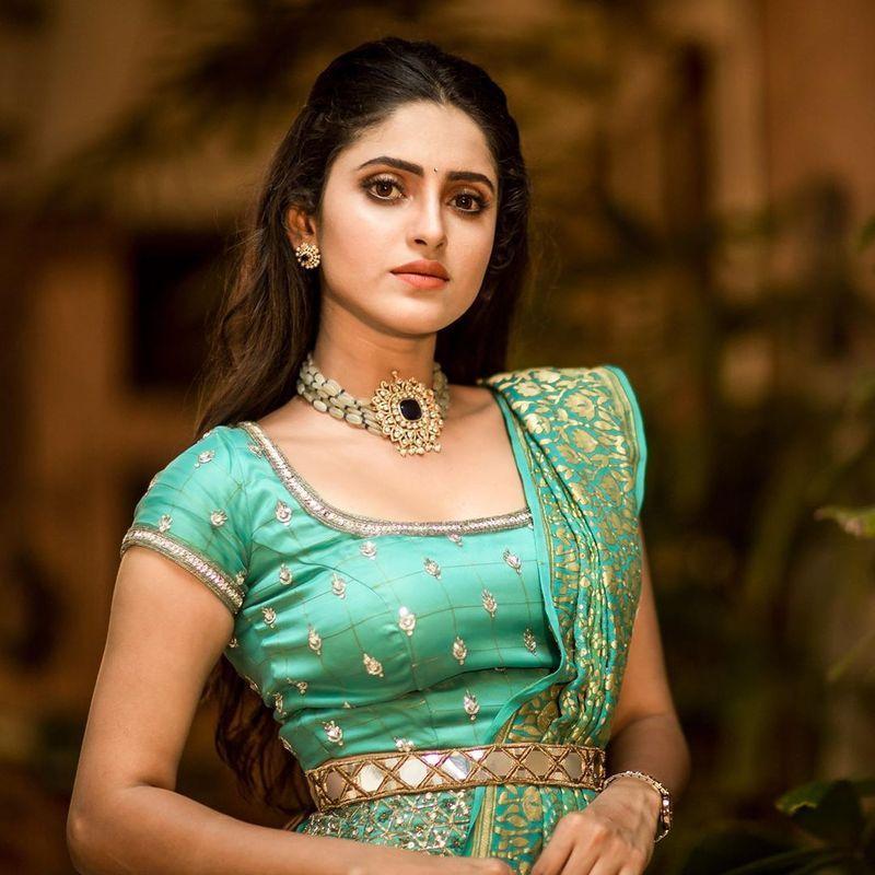 sathya-serial-actress-aysha-latest-photos-image4