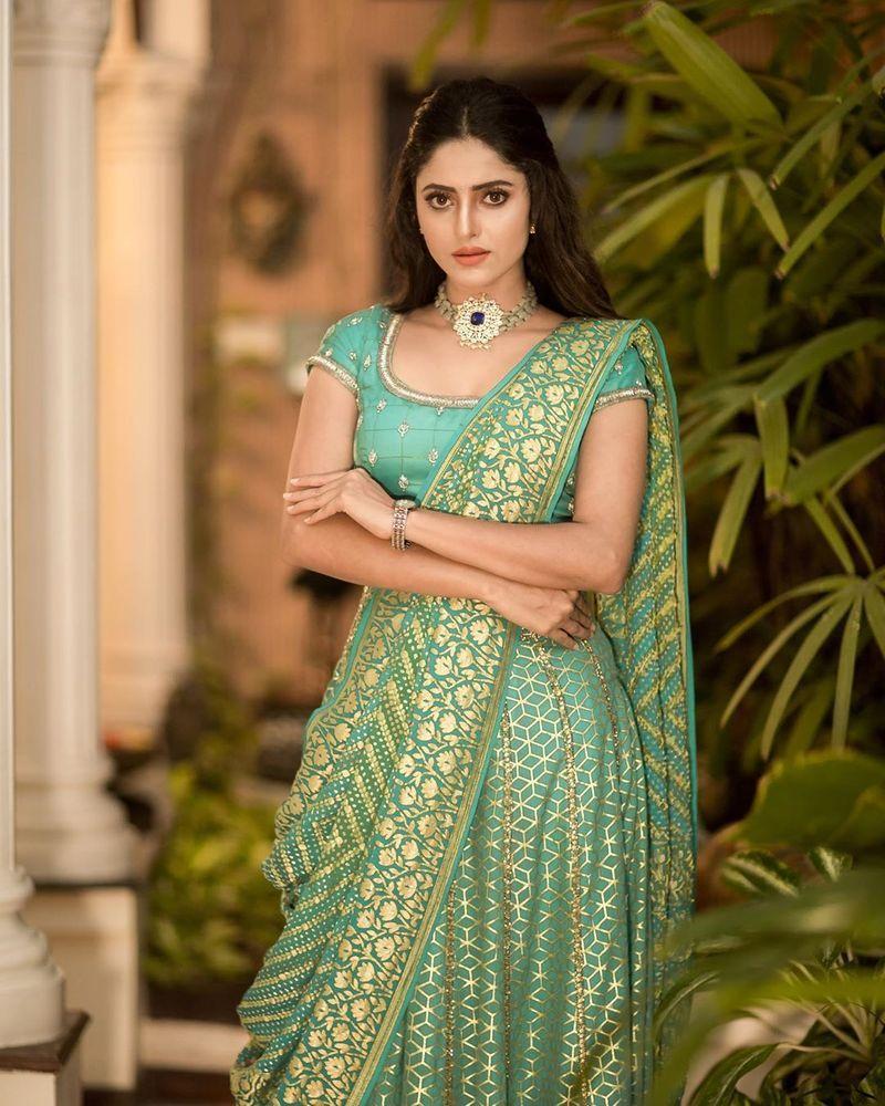 sathya-serial-actress-aysha-latest-photos-image5