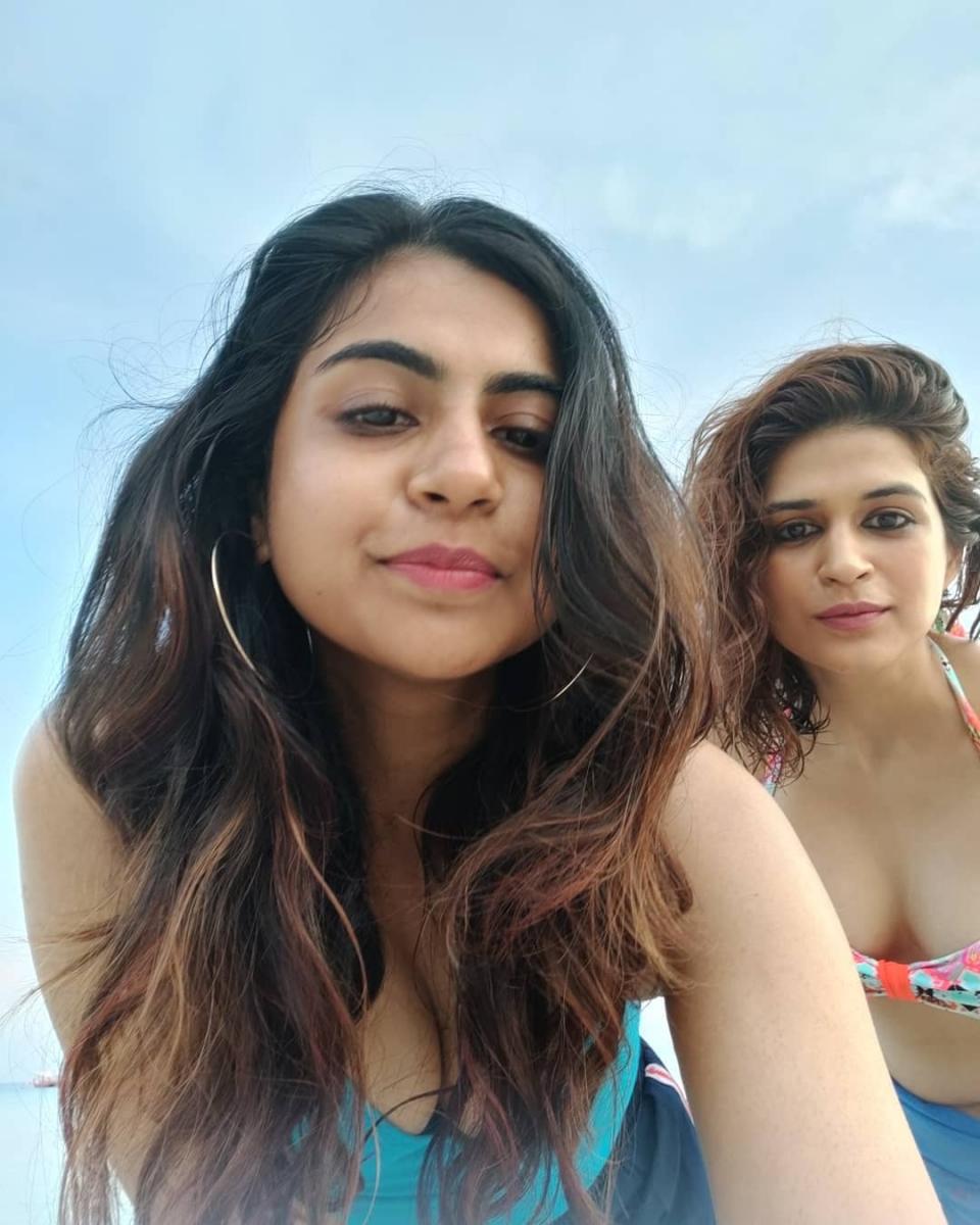 1_Shraddha-das-sizzling-bikini-photos-7
